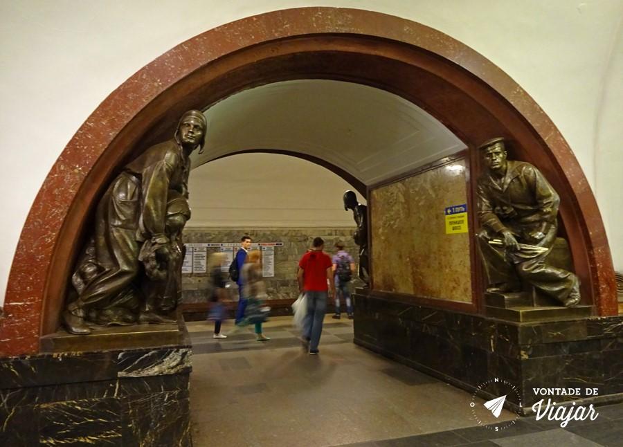 Estátuas de bronze na Ploshad Revolutsii