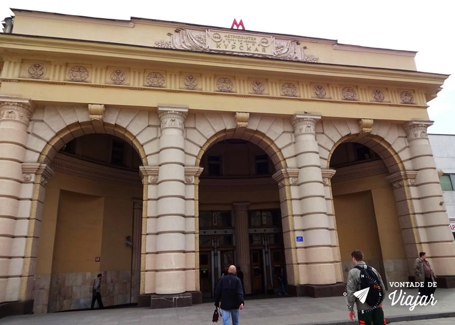 Metro de Moscou - entrada da estacao Chkalovskaya