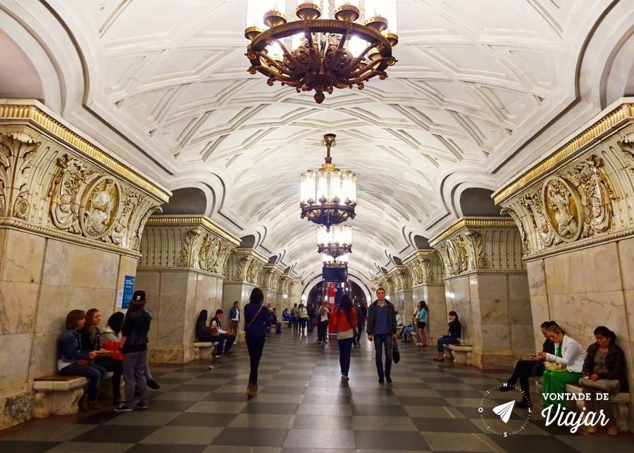 Metro de Moscou - estacao Prospekt Mira era um dos palacios do povo