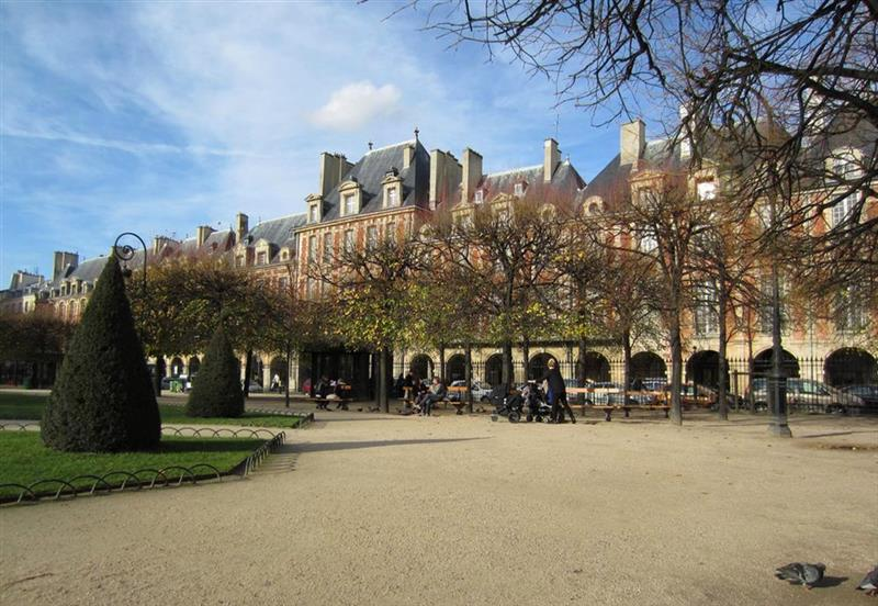 Place des Voges (via)