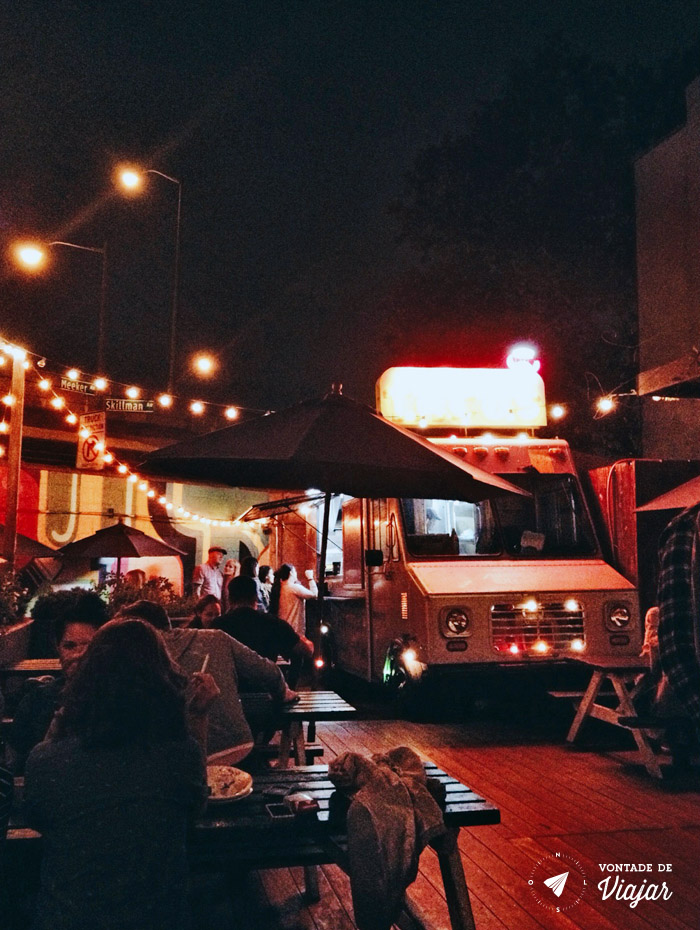 Williamsburg - Patio com food truck na Union Pool