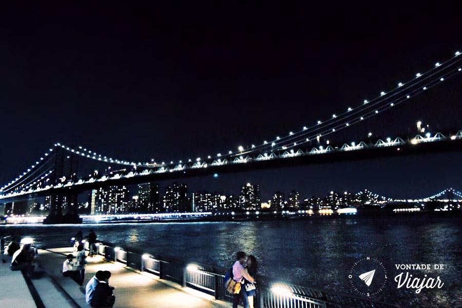 Brooklyn Bridge Park - A ponte vista do parque a noite