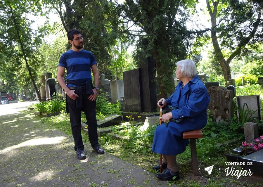 """Senhorinha """"conversando"""" em russo com o Guilherme"""