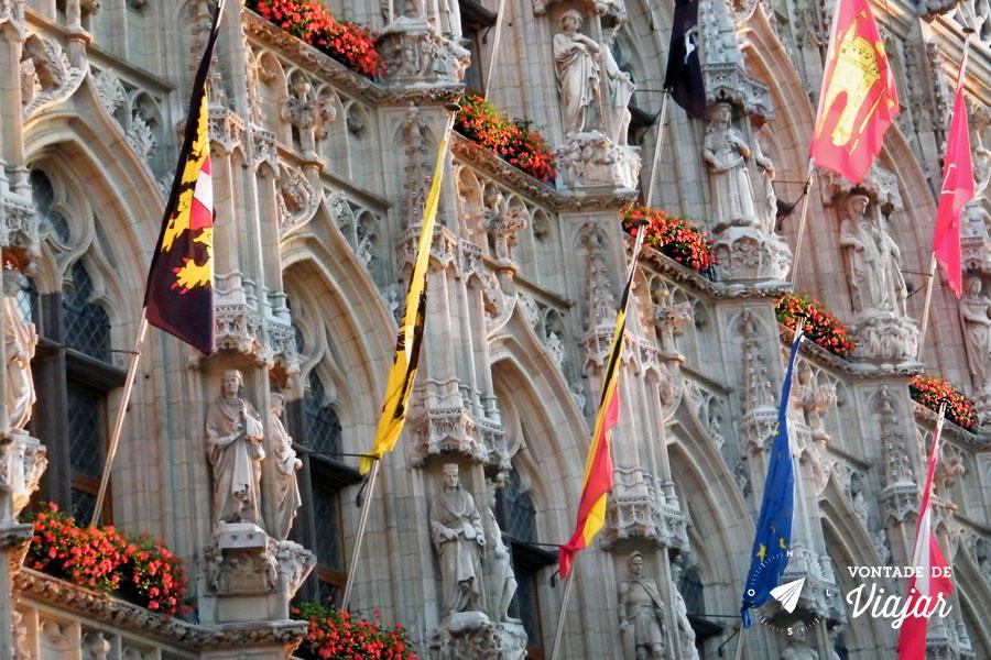 Leuven Belgica - Bandeiras na Camara Municipal
