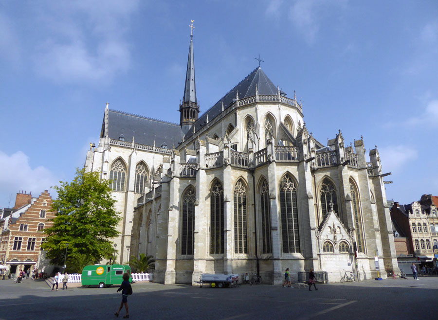 Leuven Belgica - Catedral de Leuven - Foto Vera Izrailit
