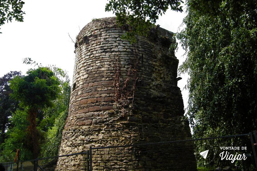 Leuven Belgica - Ruinas no parque Sint-Donatus
