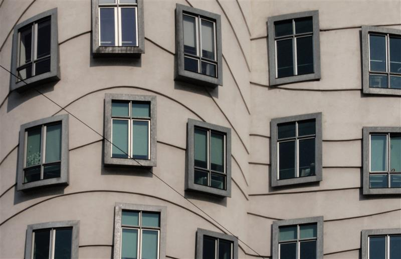 Praga - janelas do predio dancante - foto de Gonzalo Mauleon
