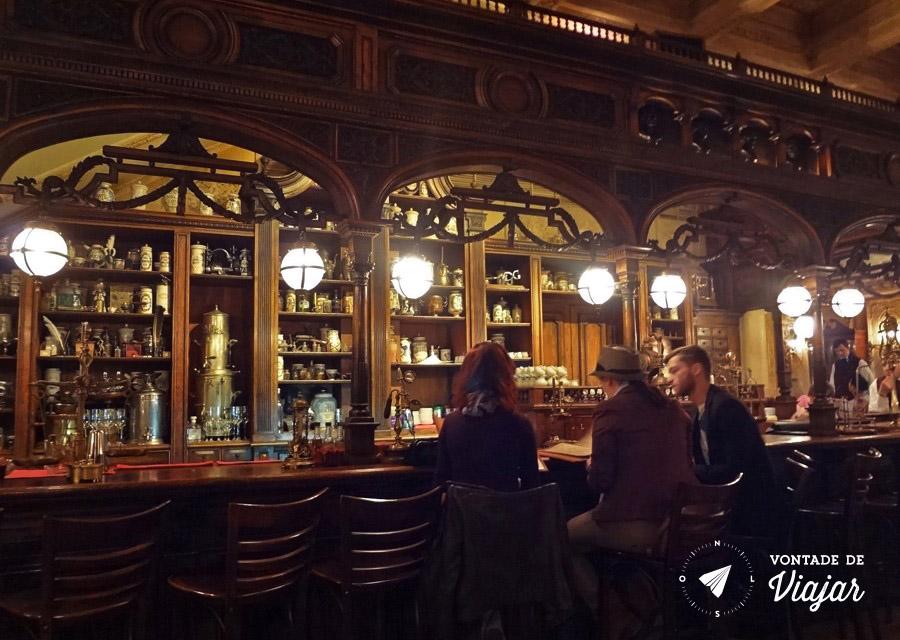 restaurantes-na-russia-o-bar-vintage-do-cafe-pushkin-em-moscou