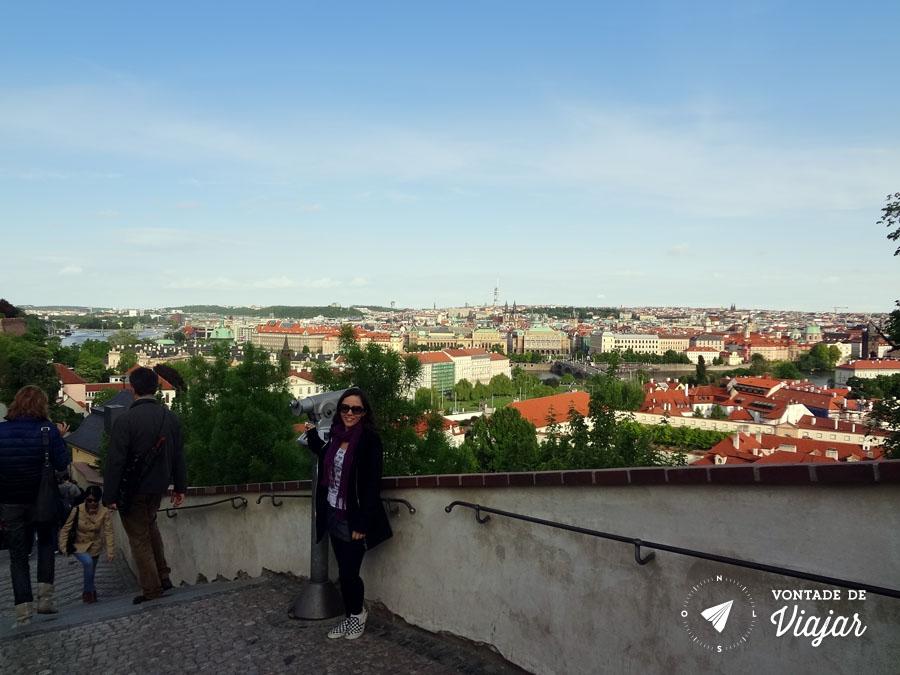 Centro histórico de Praga visto da escadaria do Castelo