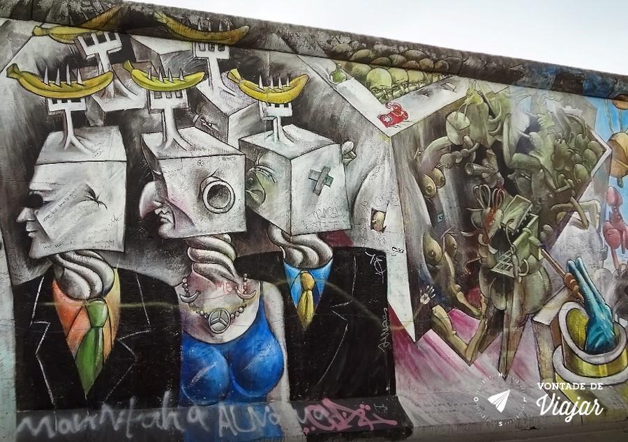Grafite no muro: capitalistas quadrados virando a cara para o lado oriental