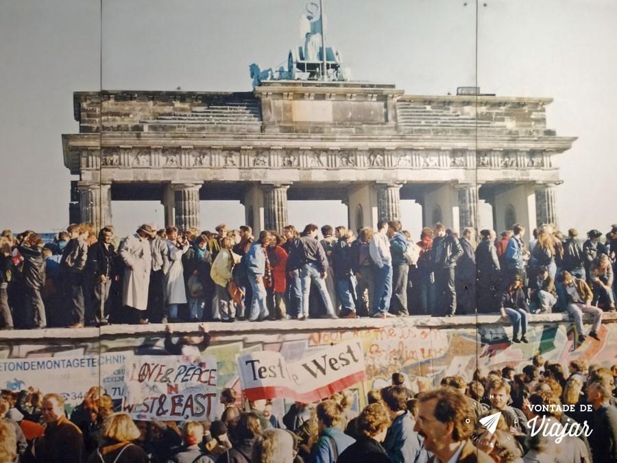 Muro de Berlim - Foto da Queda do Muro de Berlim no Checkpoint Charlie