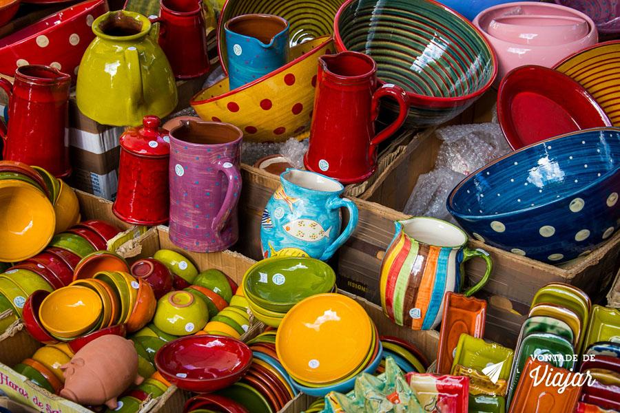 aix-en-provence-vasilhas-e-jarras-de-porcelana-colorida