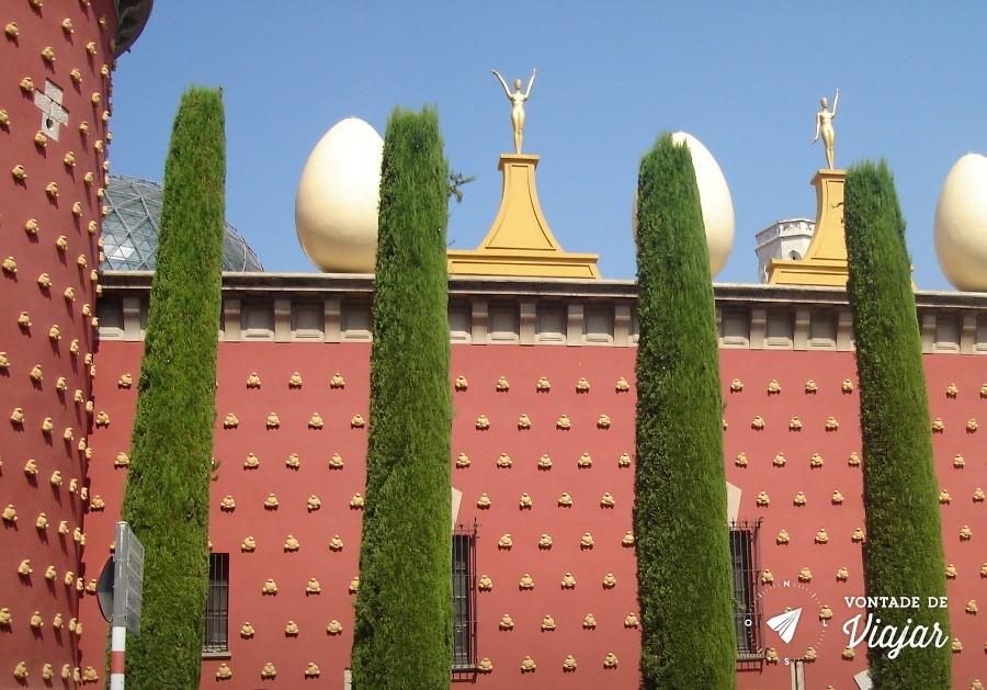 Museu Dali Espanha - Fachada com ovos no muro
