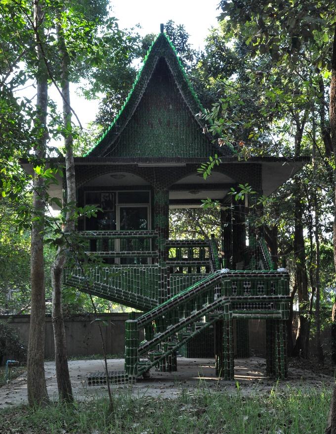Templo de um milhao de garrafas - Casa feita com garrafas verdes da Heinecken - Foto Massimo