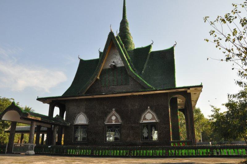 Templo de um milhao de garrafas na Tailandia - Foto Massimo