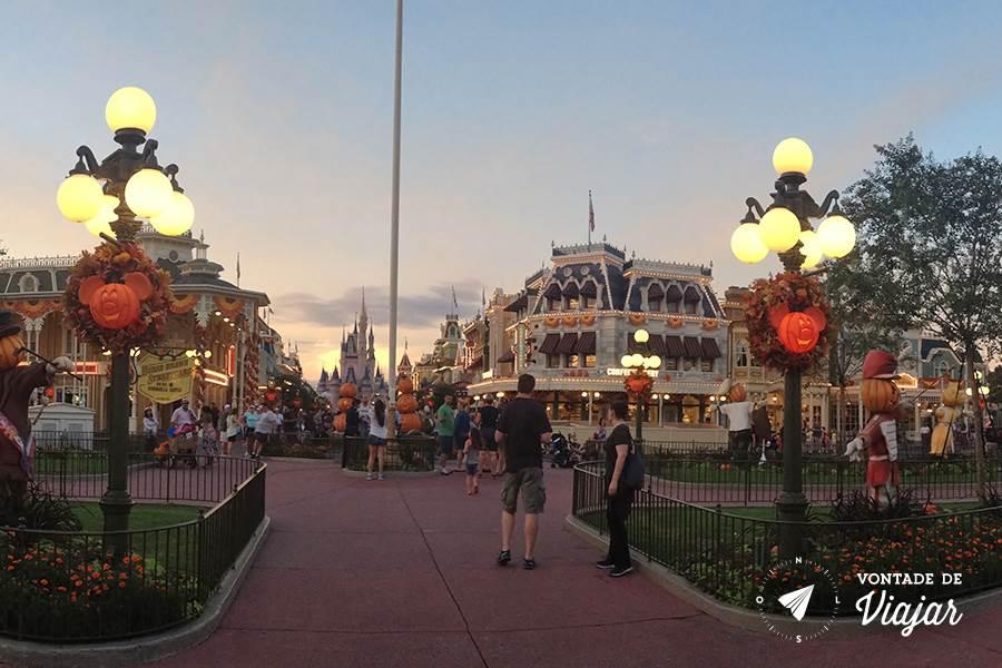 Halloween em Orlando - Magic Kingdom decorado com aboboras
