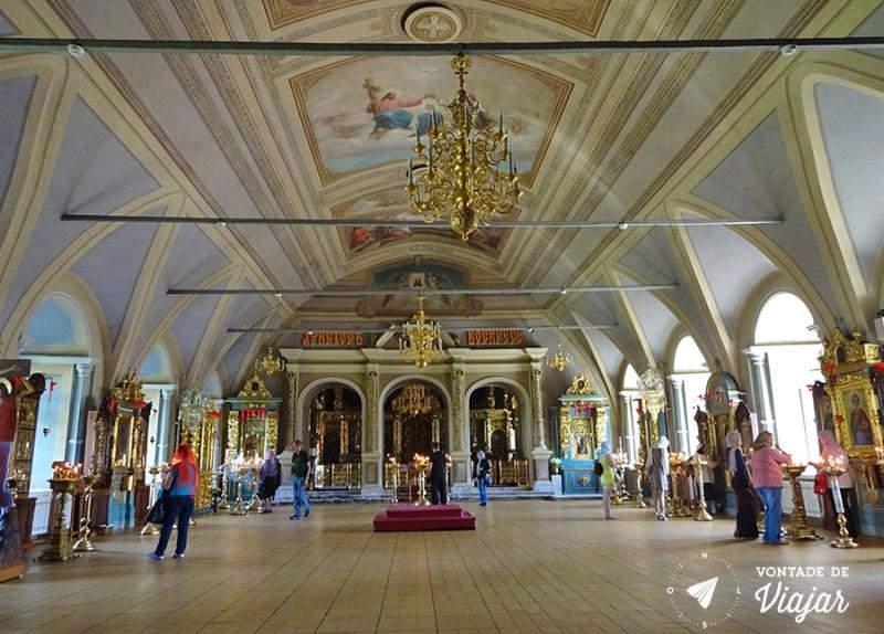 convento-de-novodevichy-em-moscou-interior-de-uma-igreja-ortodoxa-russa