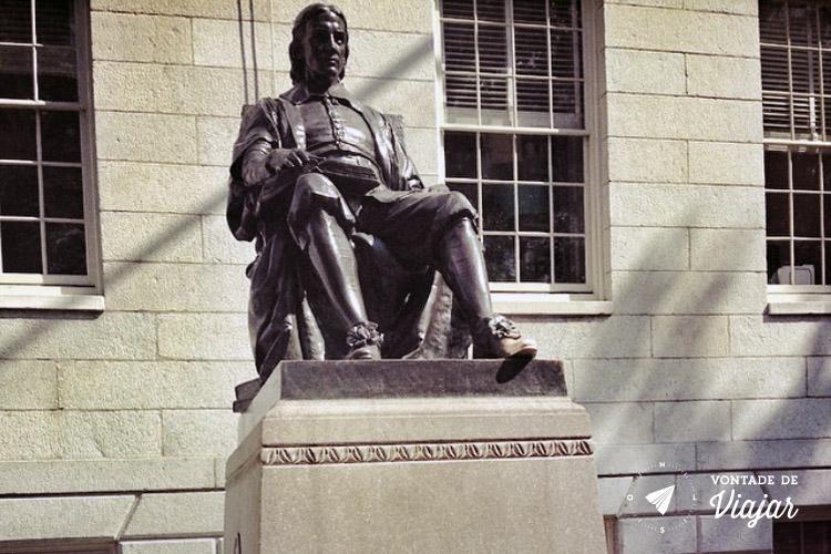 EUA - O que fazer em Boston - Harvard estatua