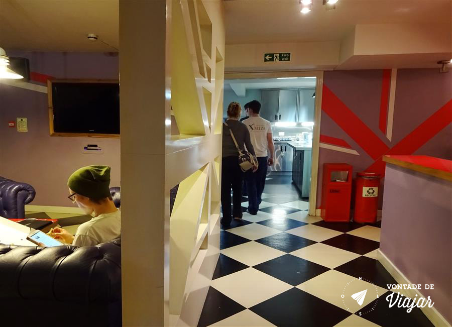 hostel-em-londres-clink-261-sala-de-estar-foto-do-blog-vontade-de-viajar