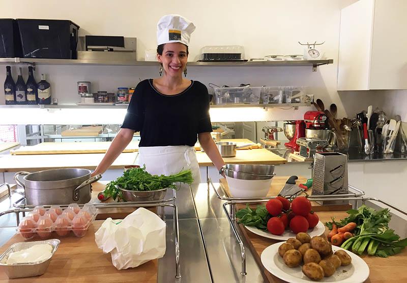 Aula de culinaria italiana em Bolonha - Carol na escola de culinaria
