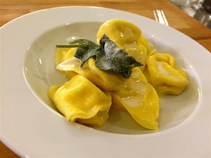 Aula-de-culinaria-italiana-em-Bolonha-Tortellini-de-ricota