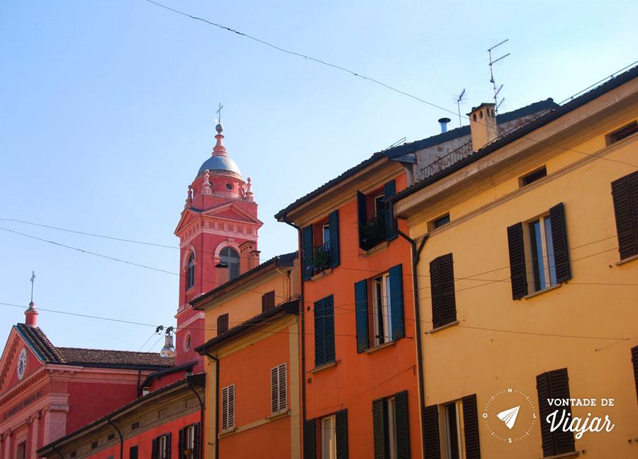 Bolonha - Casas coloridas em muitos tons de vermelho e amarelo