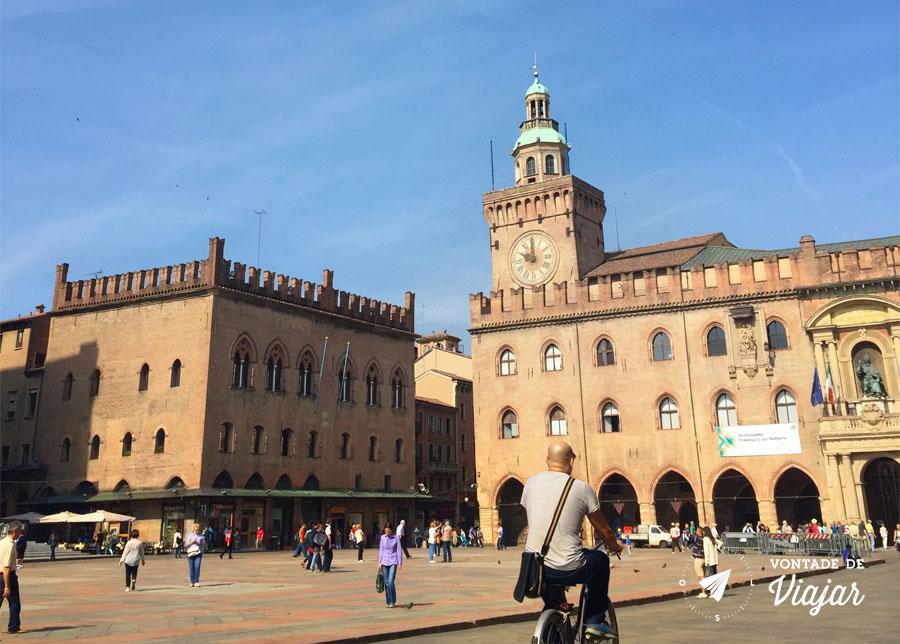Bolonha - Movimento na Piazza Maggiore