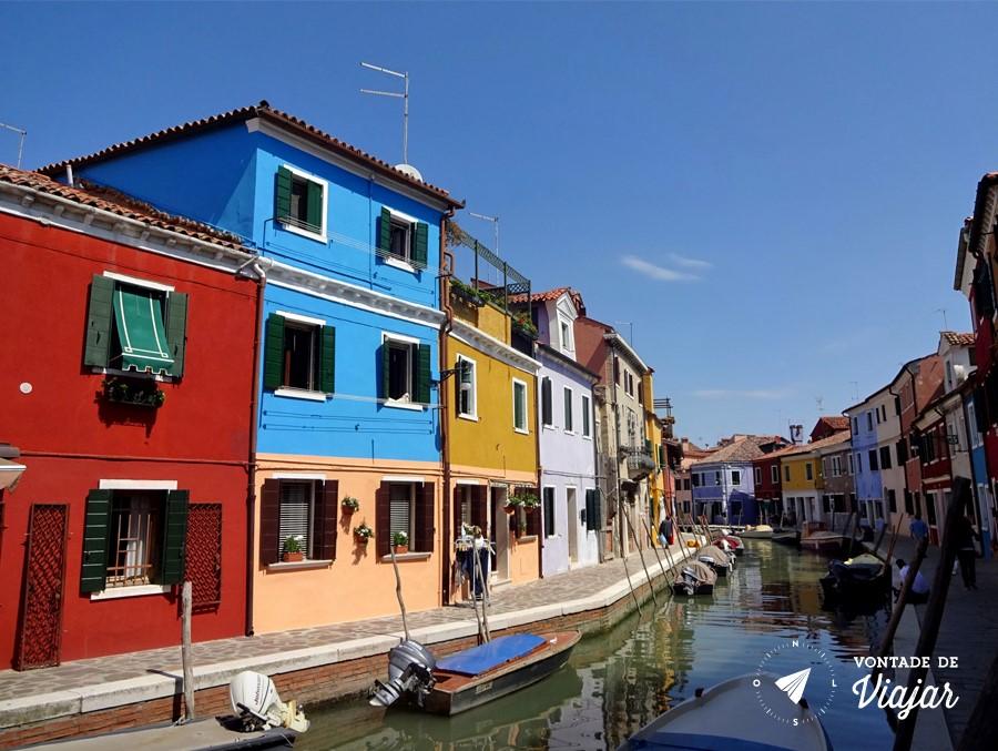 Ilhas de Veneza - Burano ilha das casas coloridas em Veneza