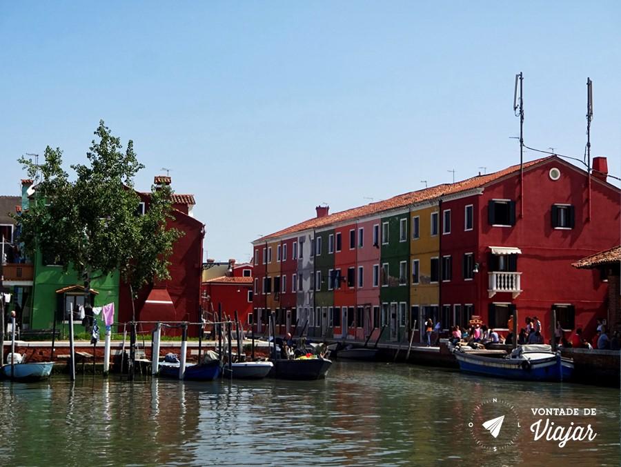 Ilhas de Veneza - Casas coloridas na ilha de Burano em Veneza