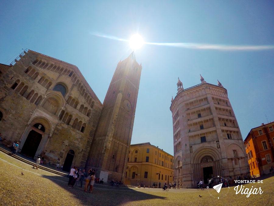 Parma Italia - Piazza del Duomo e Batisterio - foto do blog Vontade de Viajar
