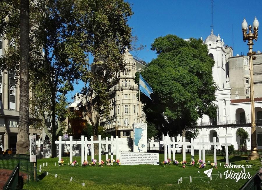Casa Rosada - Cruzes brancas em homenagem aos soldados das malvinas