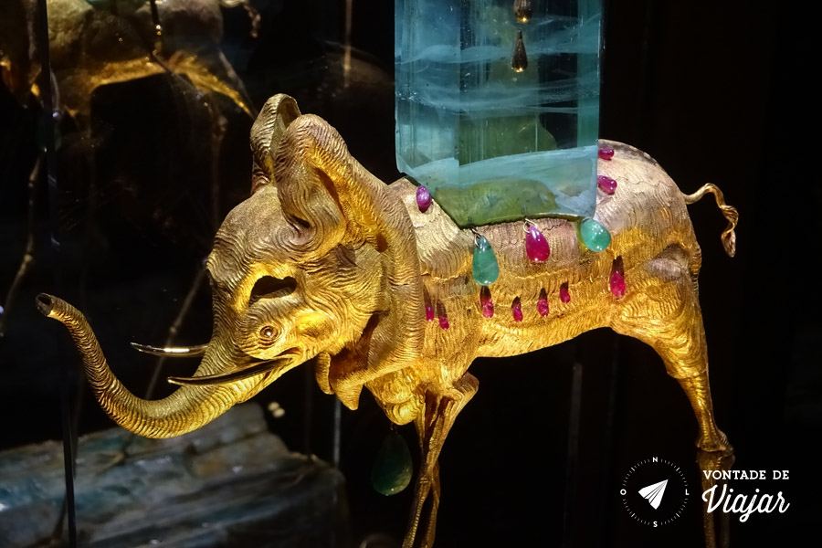 Museu Dali Joyas - Elefante surrealismo