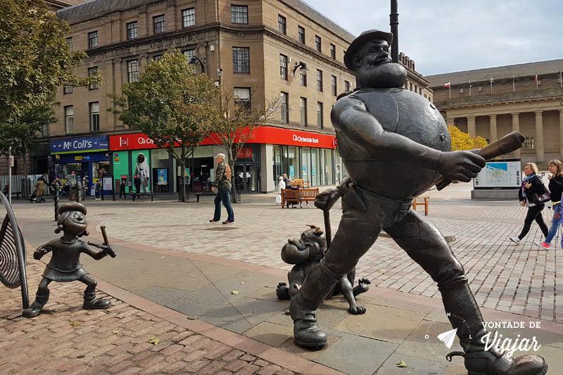 O que fazer em Dundee Escocia - Estatua Desperate Dan Cartoon