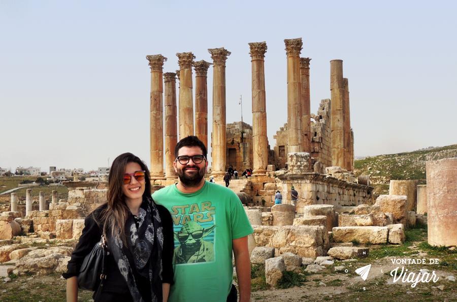 Jerash na Jordania - Carol e Dudu no Templo de Zeus