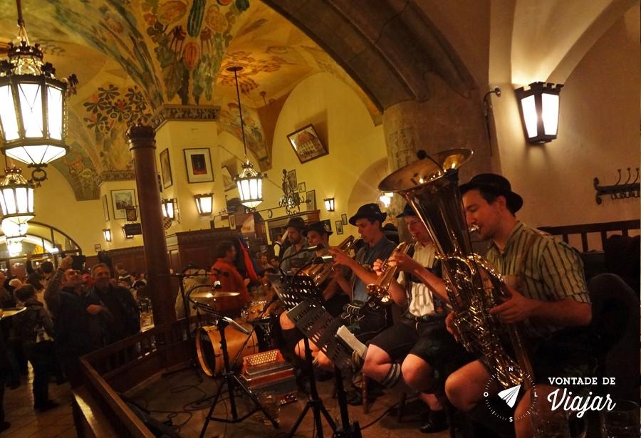 Beerhalls em Munique - Banda tipica alema HB