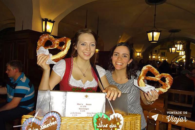 Beerhalls em Munique - Pretzel no Hofbrauhaus