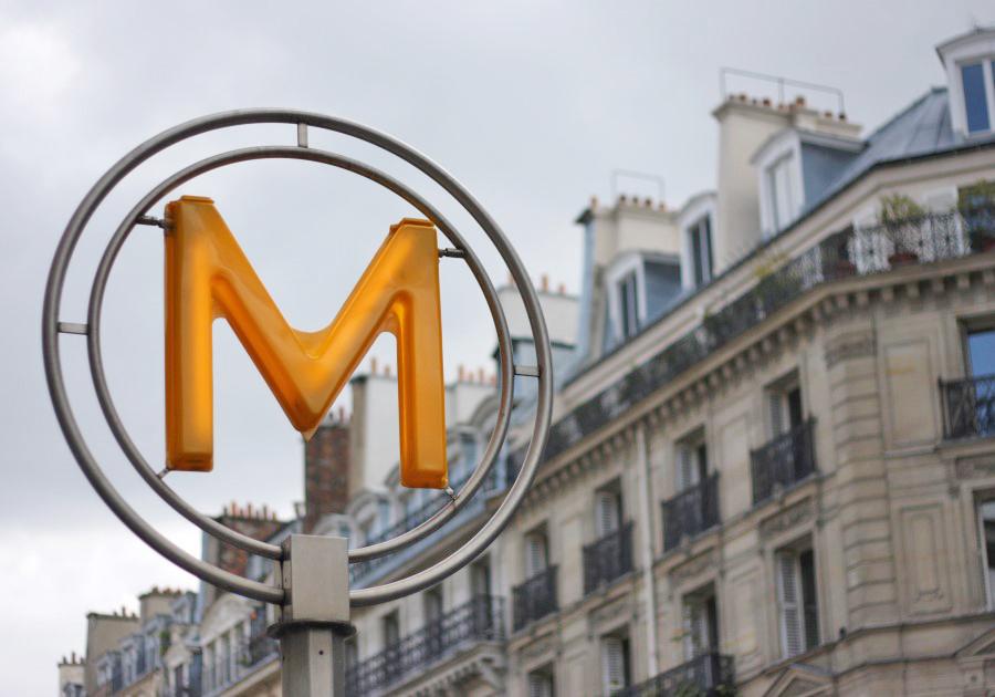 Metro de Paris - Placa M - foto de Roman Lashkin