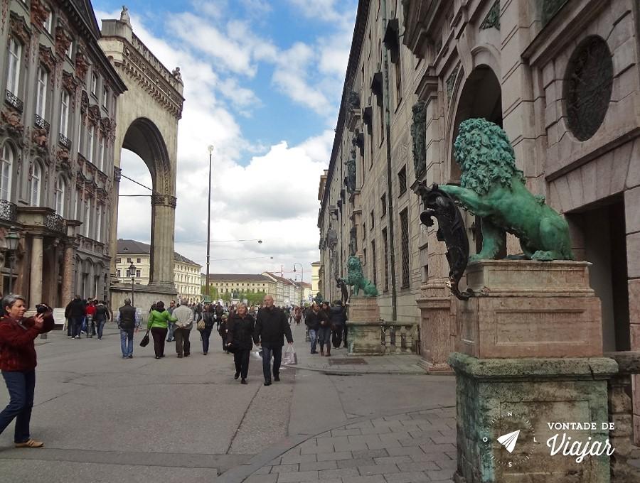 Leao de Munique - Estatua de Leao na Residenzstrasse de Munique