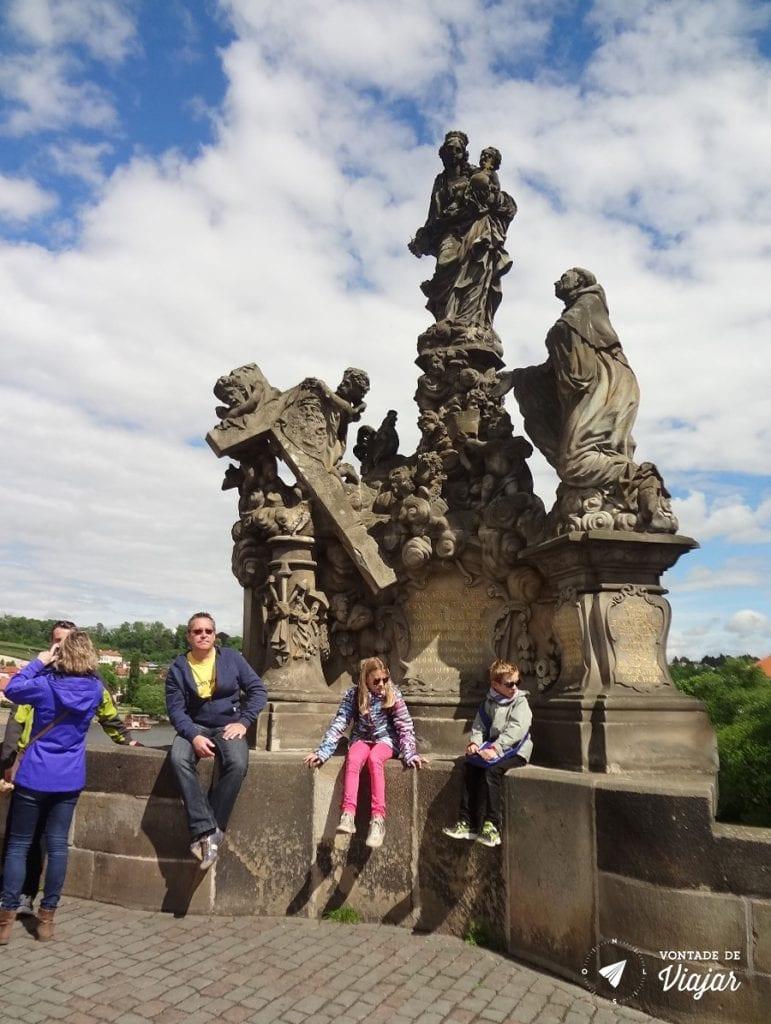 Nossa Senhora e São Bernardo: estatuas barrocas na Ponte de Praga