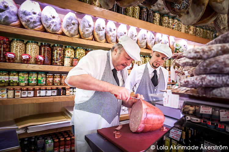 emilia-romagna-prosciutteria-de-bolonha-foto-lola-akinmade