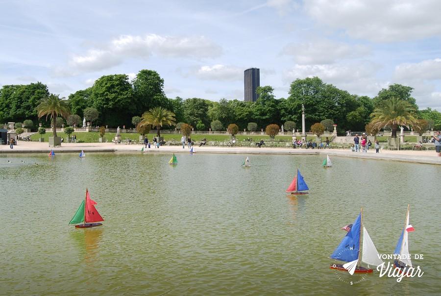 paris-jardim-de-luxemburgo-barquinhos-no-lago-do-parque