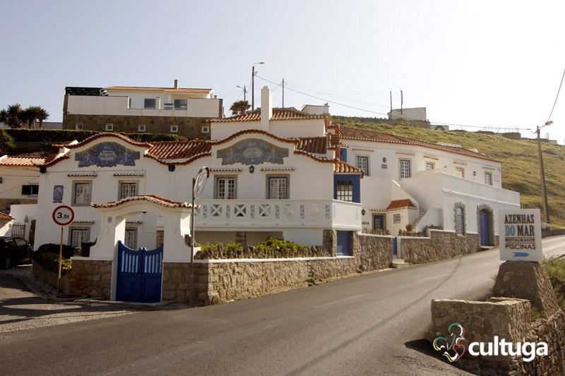portugal-azenhas-do-mar-azulejos-nas-casas-da-aldeia-foto-priscila-roque-cultuga