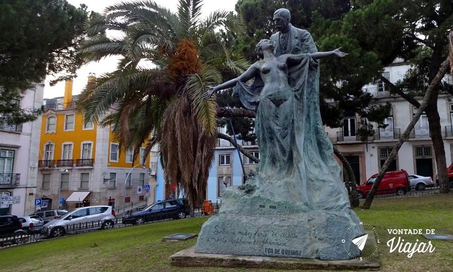 Sintra Eca de Queiroz - Estatua de Eca e sua musa em Lisboa