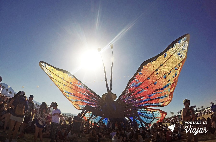 coachella-festival-na-california-instalacao-de-arte-borboleta