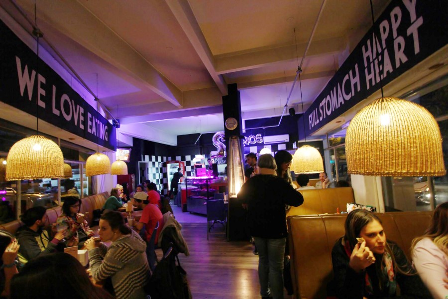 montevideu-alternativo-thelma-bar-boulevard-espana