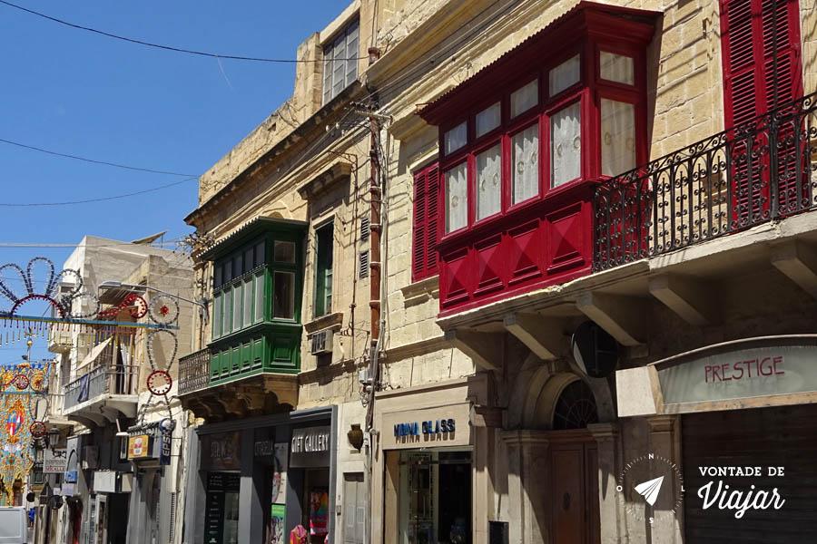 arquitetura-de-malta-varandas-coloridas-em-malta