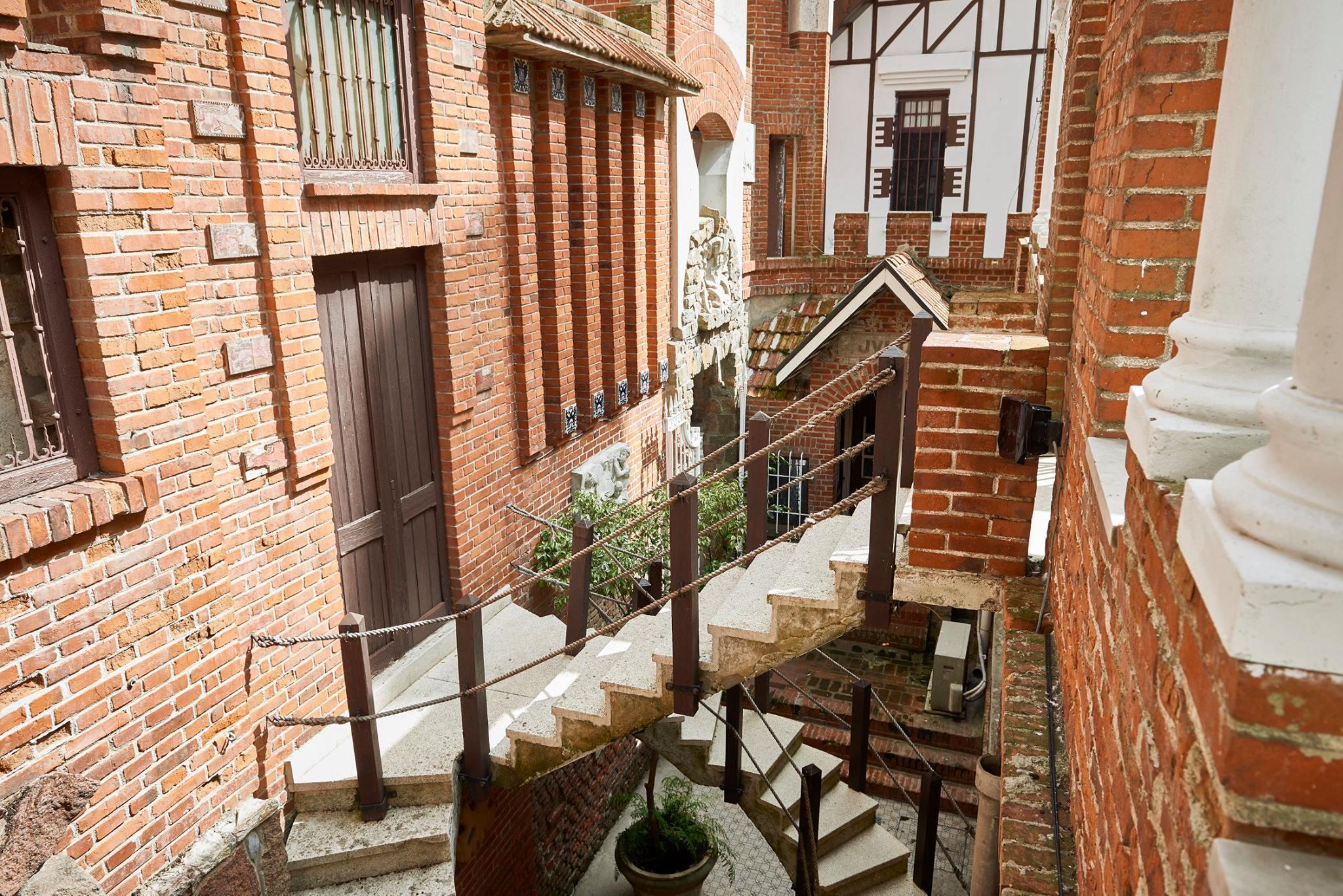 castillo-pittamiglio-em-montevideu-escada-foto-facebook-oficial