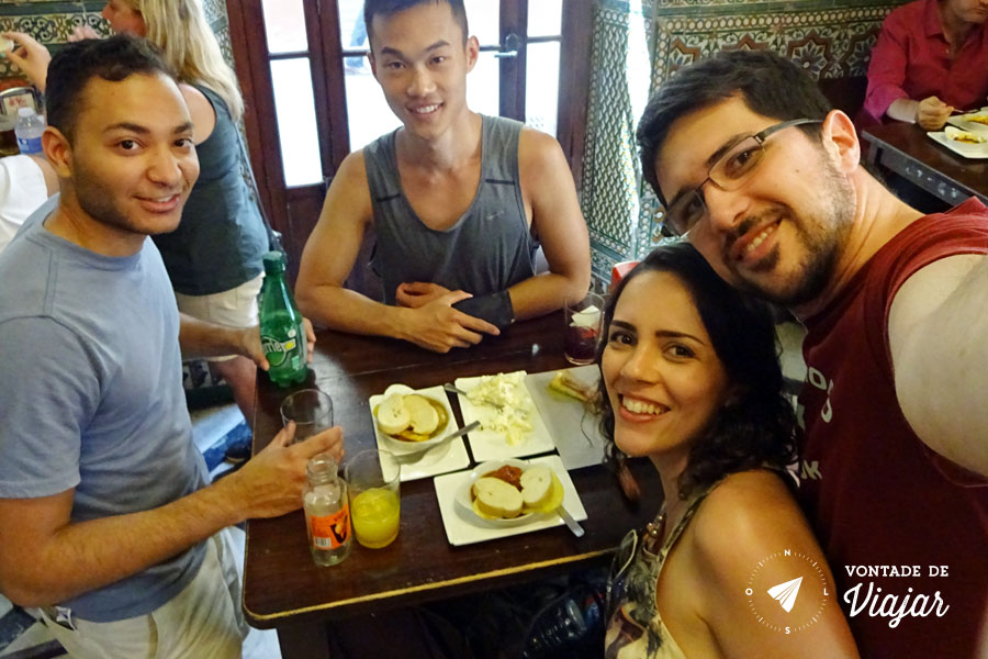 Tapas em Sevilha - Casa Morales com amigos