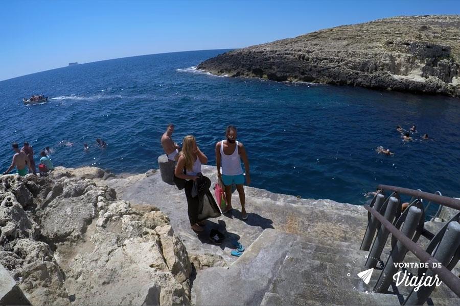 o-que-fazer-em-malta-blue-grotto-praia-de-pedra-no-mediterraneo