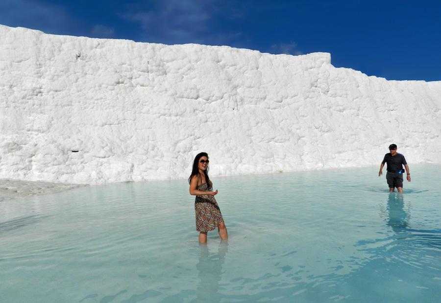 Pamukkale - Estela nas piscinas de Pamukkale Turquia